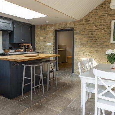 grey limestone tiles tumbled limestone floor tiles