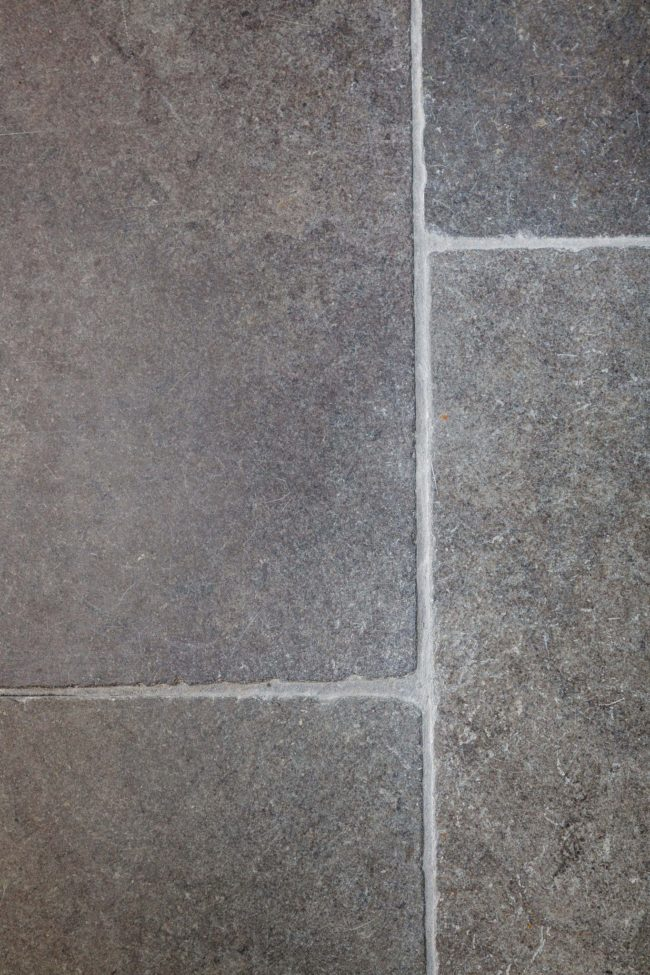 Tumbled limestone tiles Oratory limestone tiles